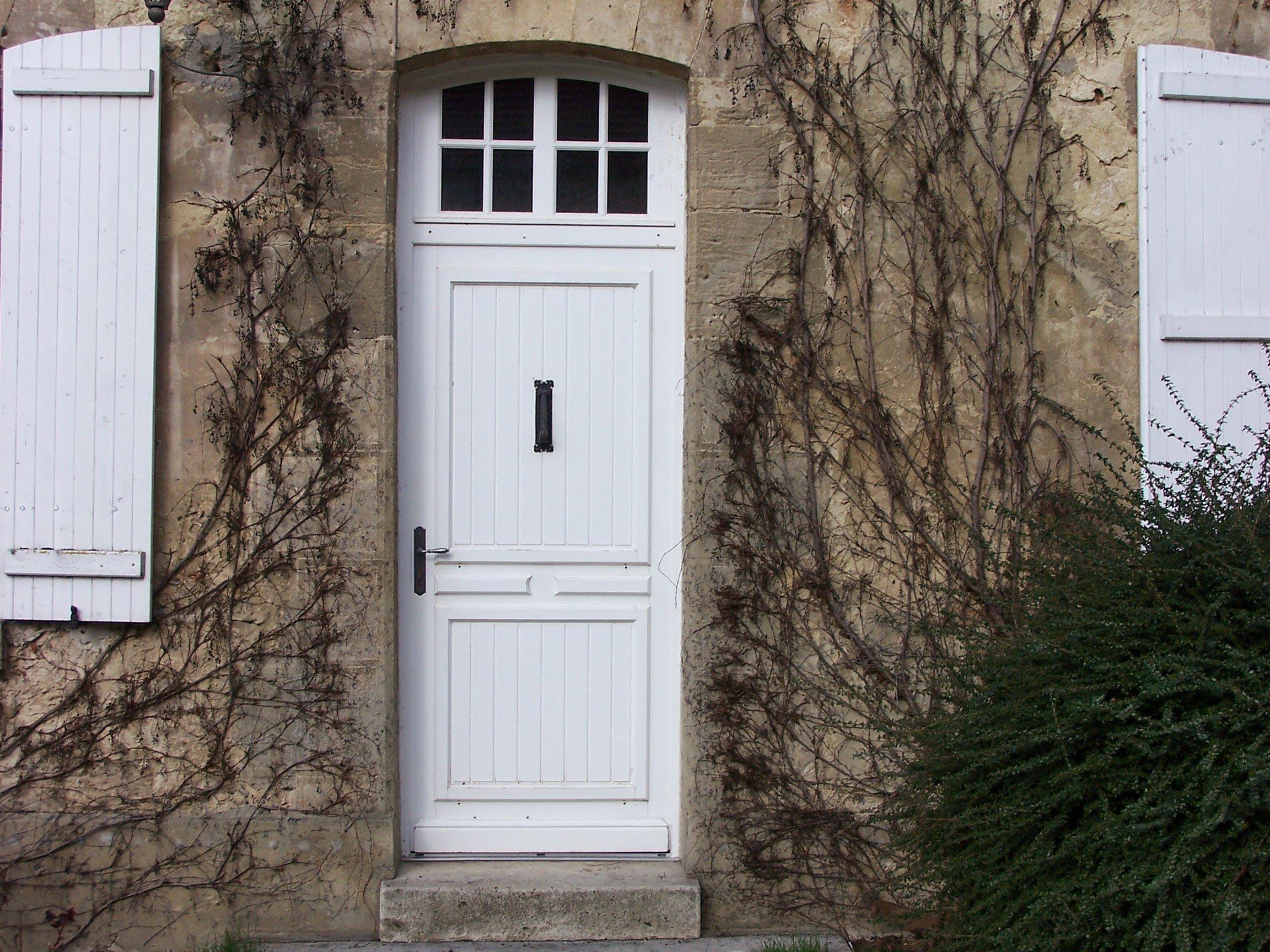 Porte en bois avec vitre brut avec une porte vitr for Chassis vitre fixe en bois